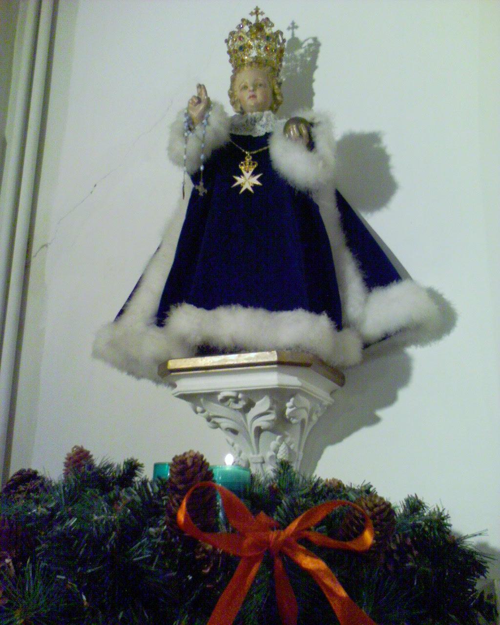 Enfant Jésus en habit de velours bleu