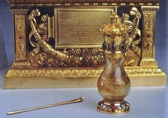 La Sainte Ampoule du Sacre de Charles X et son aiguillette
