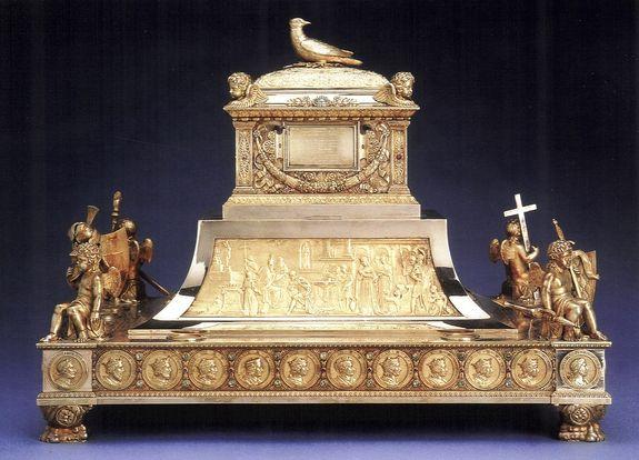 Reliquaire de la Sainte Ampoule réalisé pour le Sacre de Charles X - Copie