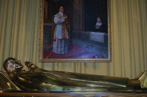 Gisant du reliquaire de Saint Claude de La Colombière à Paray le Monial
