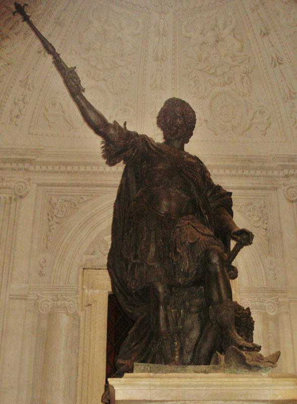 Statue du Roi Henri IV dans le portique de l'archibasilique du Latran