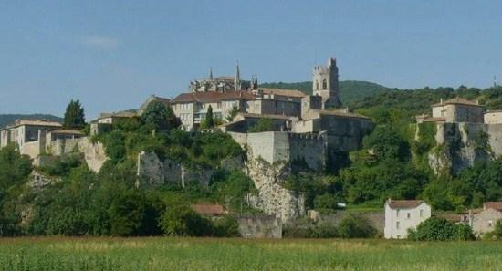 """Viviers : la cathédrale Saint-Vincent au coeur de la """"ville-haute"""""""