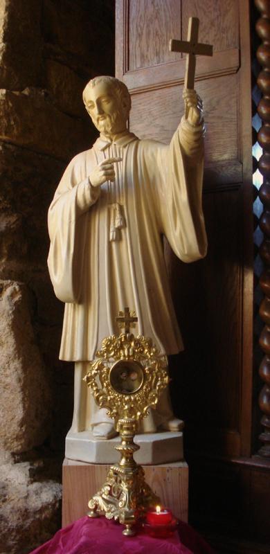 Statue et reliquaire de Saint Jean-François Régis dans l'oratoire du Mesnil-Marie