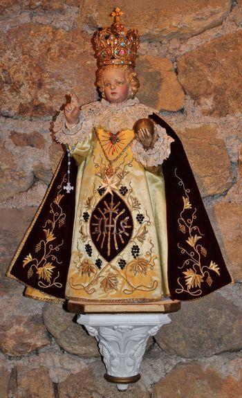 Statue relique de l'Enfant Jésus de Praque au Mesnil-Marie