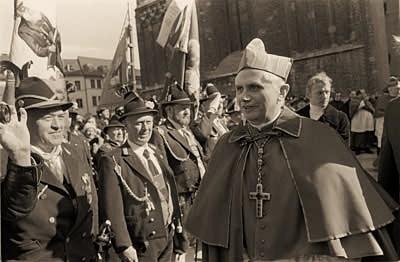 2012-9. 15 février 1982 : un certain cardinal Ratzinger était appelé à demeurer à Rome pour y servir l'Eglise. dans Commentaires d'actualité & humeurs montaneros
