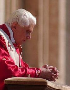 2012-7. « Faisons attention les uns aux autres pour nous stimuler dans la charité et les oeuvres bonnes ». dans De liturgia prev46-Copie