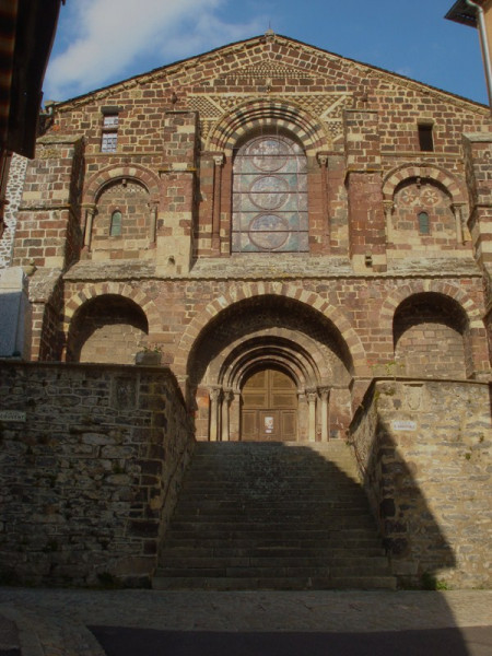 Le Monastier : façade de l'église abbatiale