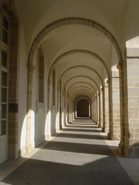 le Monastier : galerie du cloître du XVIIIe siècle