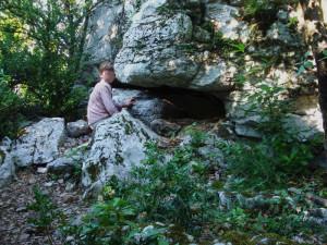 entrée-cache-du-rocher-Copie-300x225