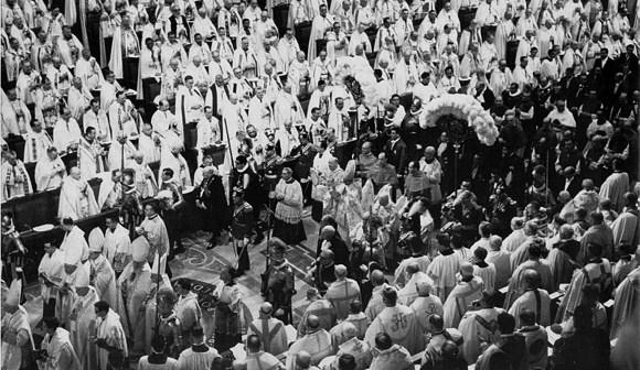 2012-60. A propos du cinquantième anniversaire du second concile du Vatican. dans Commentaires d'actualité & humeurs procession-entree-concile-vaticanii