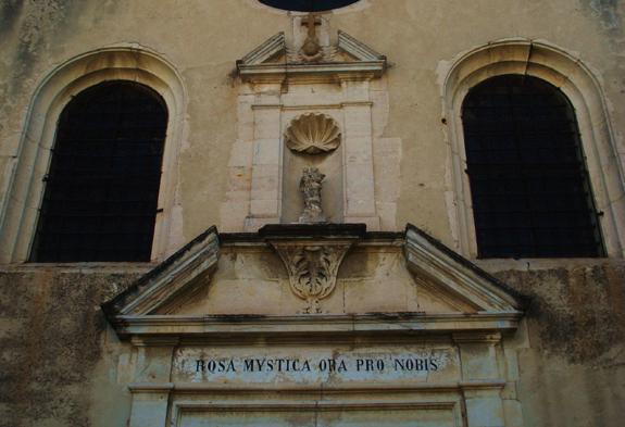facade-notre-dame-de-la-rose-detail abbé Bryan Hougthon