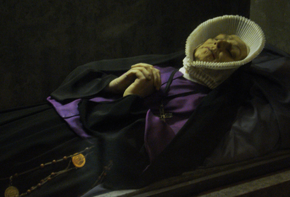 corps-de-sainte-therese-couderc-dans-sa-chasse La Louvesc