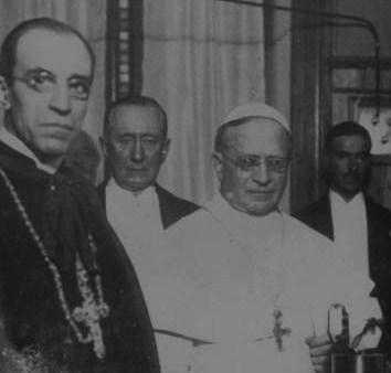 Pie XI avec le cardinal Pacelli en 1931