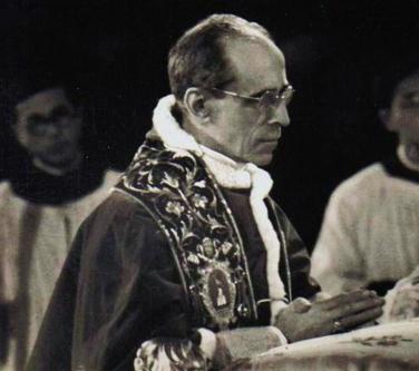 Sa Sainteté le Pape Pie XII en prière