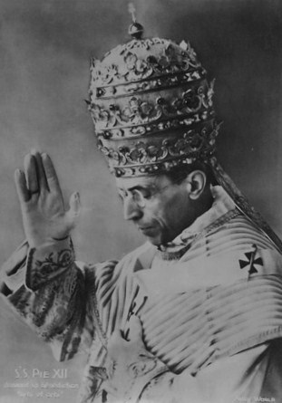 Sa Sainteté Pie XII donnant la bénédiction Urbi et Orbi