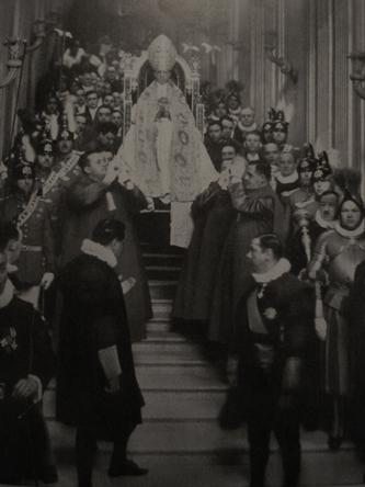 Scala Regia Pie XII porté sur la sedia gestatoria