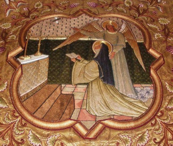 Sainte Julienne du Mont-Cornillon (broderie de voile huméral)