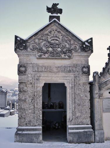 Cimetière de Privas - chapelle sur la tombe du Père Rouville