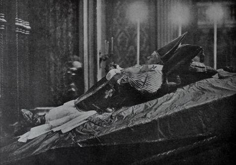 Dépouille de Saint Pie X exposée dans la Basilique Vaticane