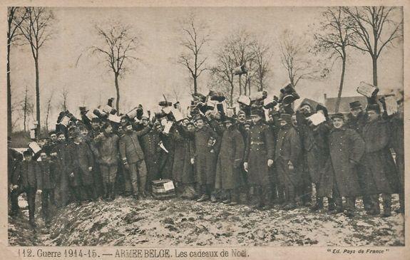 Noël 1914 - soldats belges avec leurs cadeaux