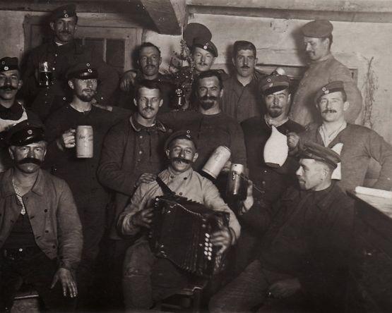Noël 1914 - soldats allemands avec mini sapin