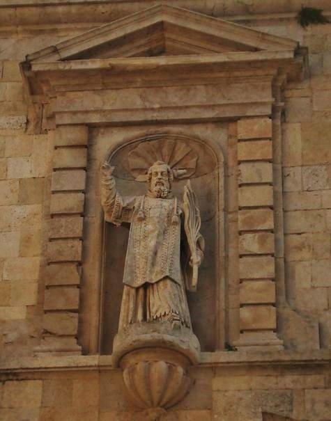 Statue de Saint Andéol façade de l'église de Bourg-Saint-Andéol