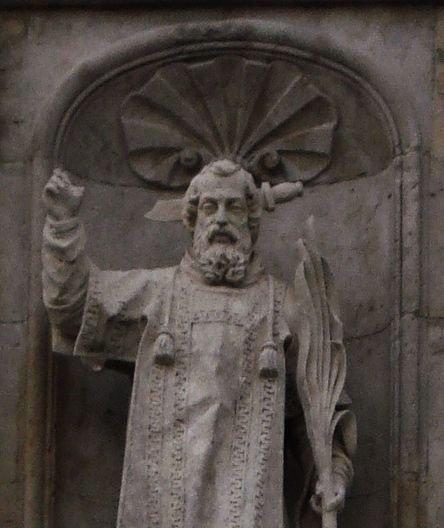 Statue de Saint Andéol sur la façade de l'église de Bourg-Saint-Andéol - détail