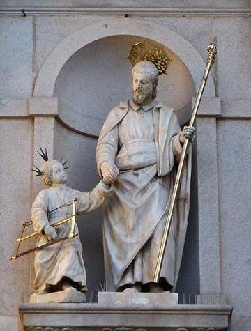 Avila - carmel Saint Joseph - statue de Saint Joseph sur la façade de l'église