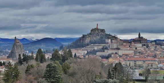 panorama du Puy-en-Velay depuis le parvis du sanctuaire de Saint Joseph de Bon Espoir