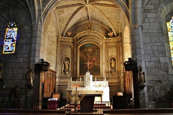 Burzet église Saint-André, le sanctuaire et le rétable du 19e siècle