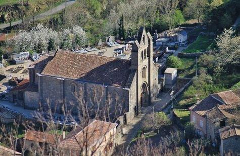 Burzet - église Saint André vue depuis le calvaire