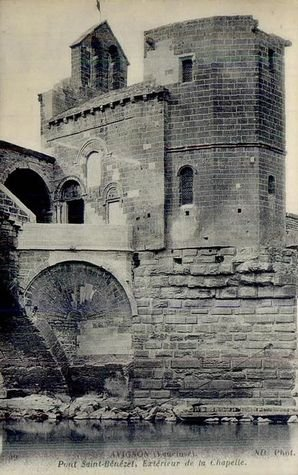 Les deux chapelles superposées dédiées à Saint Bénézet et à Saint Nicolas