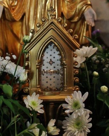 Ceyssac 15 août 2015 10 - le reliquaire du Voile de la Vierge