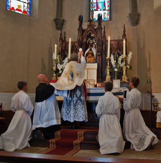 Ceyssac 15 août 2015 3 - à l'élévation du Corps du Christ