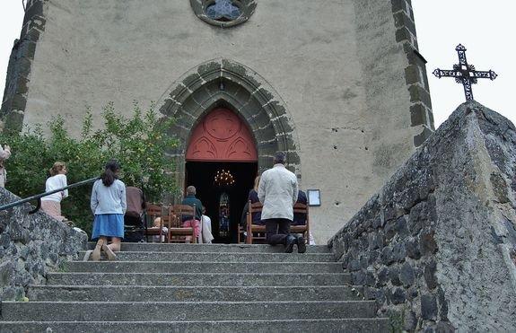 Ceyssac 15 août 2015 6 - des fidèles qui ont suivi la Messe sur le parvis