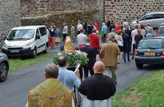 Ceyssac 15 août 2015 8 - procession dans le village