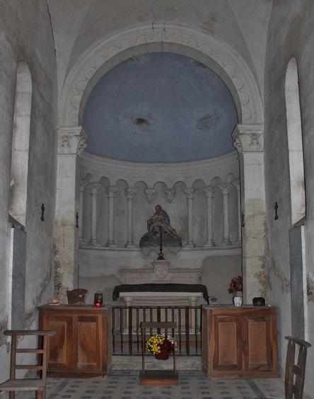 Viviers, chapelle sépulcrale des chanoines au cimetière - intérieur