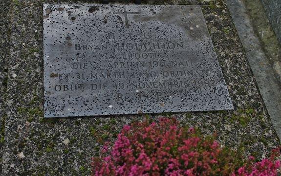 Viviers cimetière tombe de l'abbé Bryan Houghton