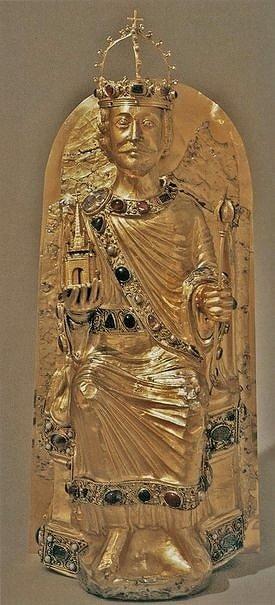 Charlemagne trésor d'aix la chapelle détail de la chasse 1215 orfèvre rhénan anonyme