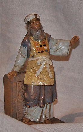 Crèche blanche - prêtre du Temple