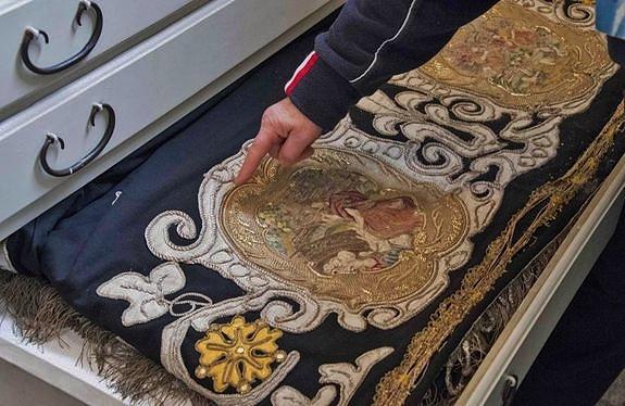 Drap funèbre de Louis XIV dans la sacristie de Craveggia