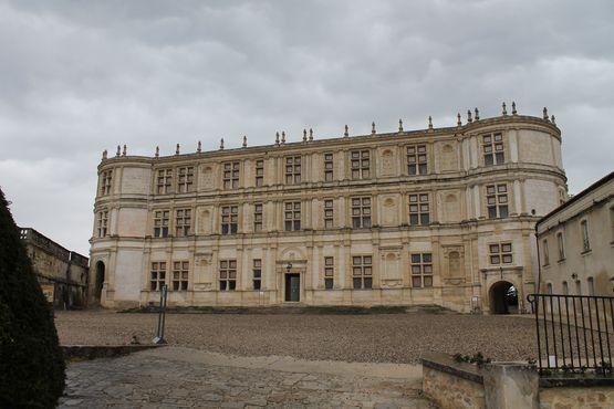 Grignan - façade sur la cour d'honneur