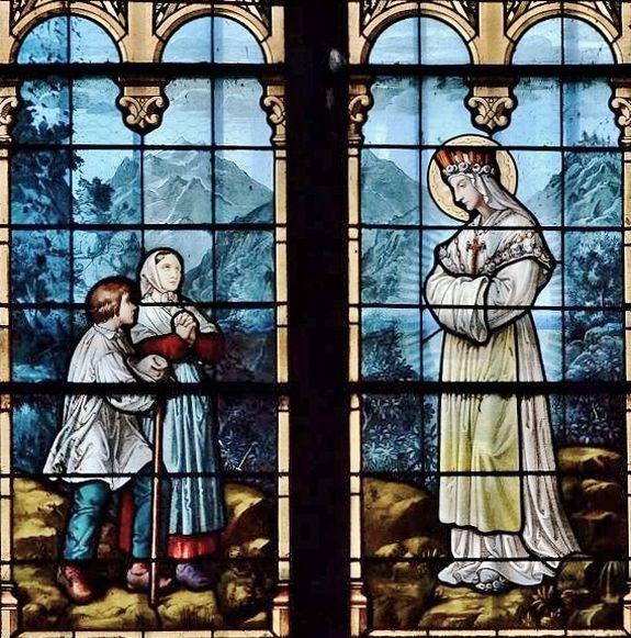 Apparition de La Salette, détail d'un vitrail de l'église de Massiac (diocèse de Saint-Flour)