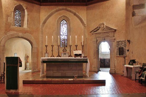 Sanctuaire de la chapelle de Sainte-Claire apprêté pour la Messe traditionnelle
