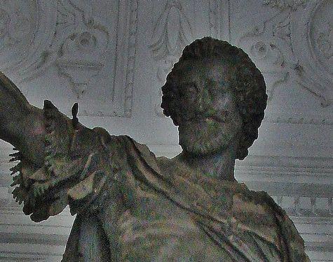 4 - statue de Henri IV visage