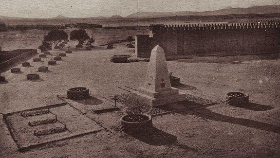 Cimetière de Tamanrasset - tombes de Laperrine et du P. de Foucauld