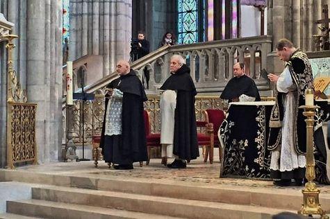 21 janvier 2017 à Saint-Denys - pendant le chant de l'Evangile