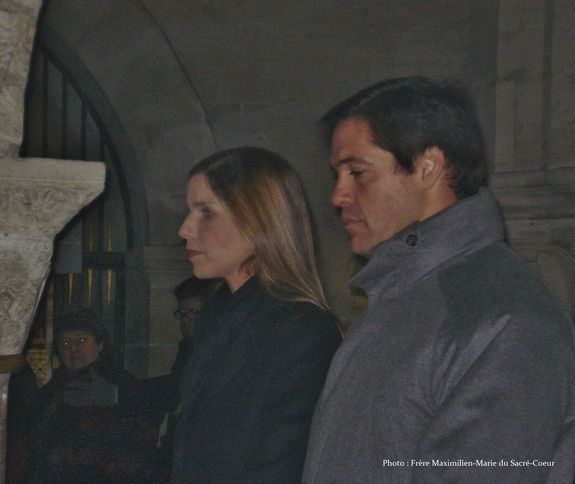 21 janvier à Saint-Denys le couple royal recueilli dans la crypte pendant l'absoute