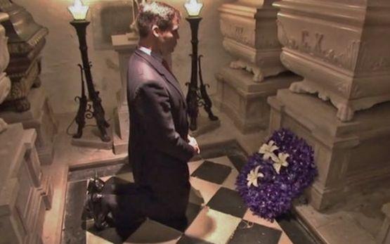 Louis XX devant la tombe de Charles X - Castagnavizza 18 février 2017