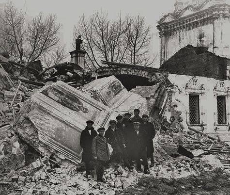Révolution russe destruction d'une église